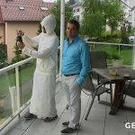 Ein Araber mit Schrahlenschutzkleidung