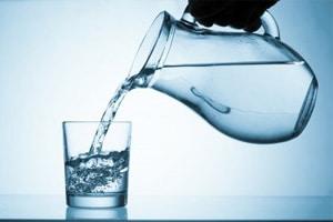 Reines Wasser trinken ist Genuss! (©123rf.com)